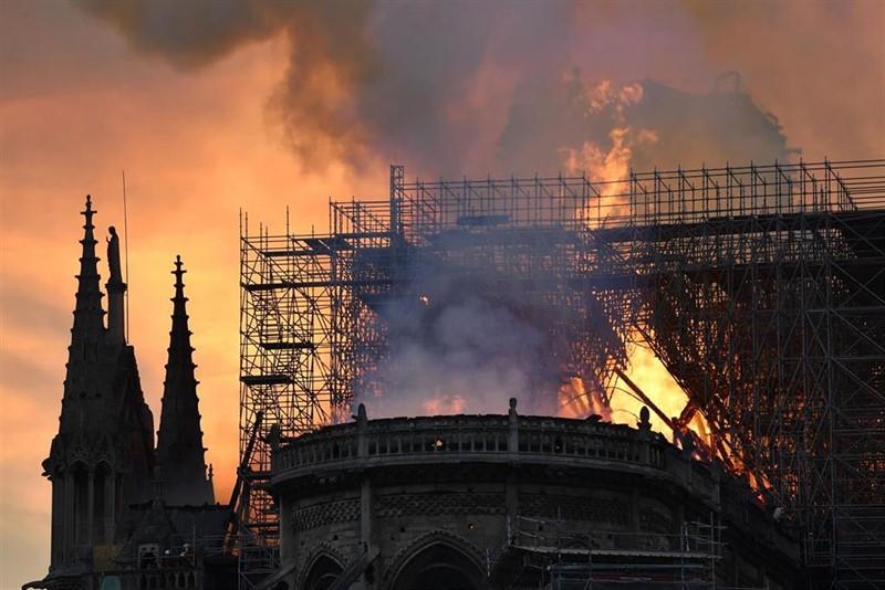 Protagonistas de la mañana en España: el incendio de Notre Dame, los pactos tras el 28A...