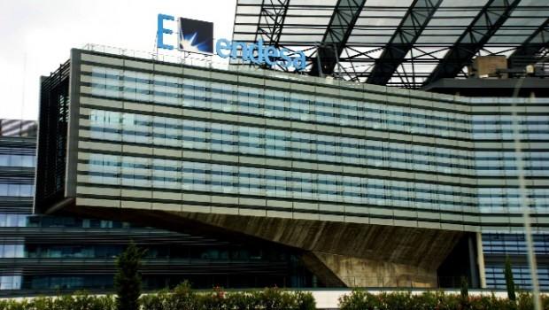 Endesa aumenta su plan inversor en millones y mejora for Endesa ibiza oficina