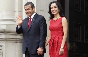 ep perus president ollanta humala waves to the media next to first lady nadine her