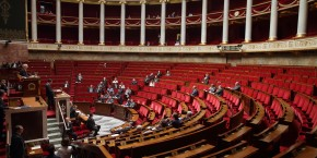 assemblee-nationale-valls-2015