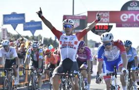 ep av ciclismogiro- ewanimponelos gigantes enundecima etapagiro