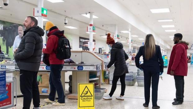 ep 2020 london united kingdom coronavirus crisis late minute shoppers seen at tesco extra at surrey