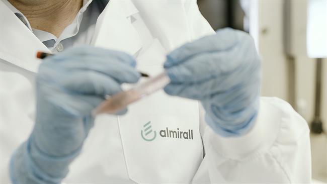 Almirall firma un acuerdo con Dermira para los derechos en Europa de lebrikizumab