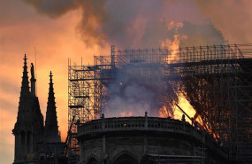 ep fire breaks out at notre dame cathedral in paris 20190415231502