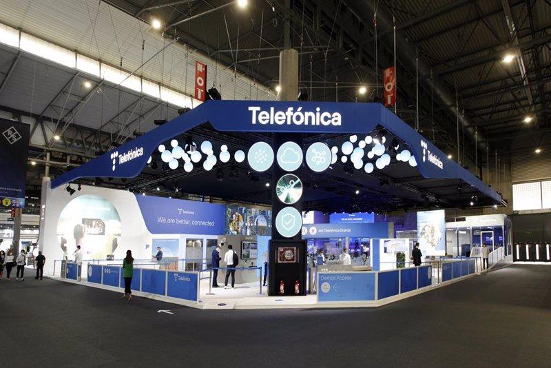 Barclays se vuelve bajista con Telefónica y reduce su valoración a 3,40 euros por acción