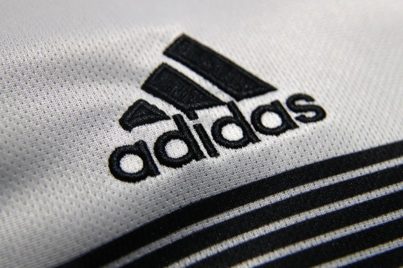 adidas-attend-des-ventes-stables-en-europe-au-2e-trimestre