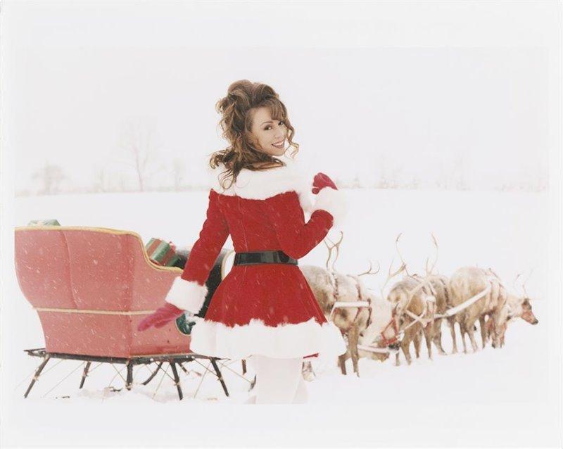 'Schitt's Creek' edited into Mariah Carey's 'All I Want for Christmas'