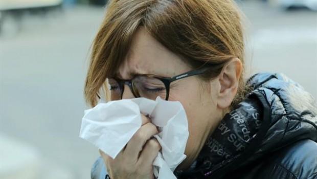 ep gripe resfriado constipado constiparse mujer tosiendo toser tos 20190207133312