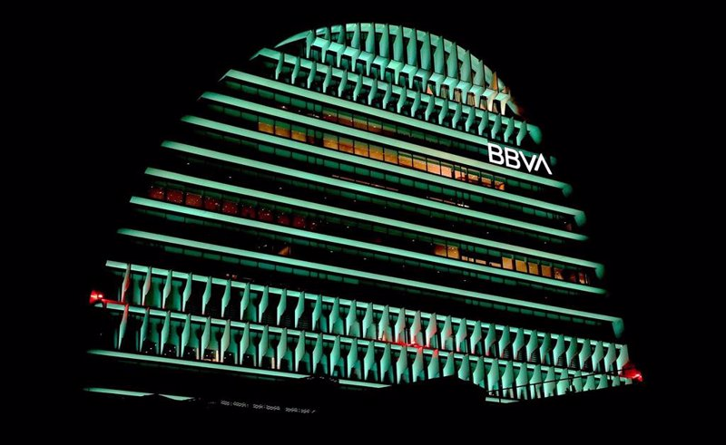 https://img1.s3wfg.com/web/img/images_uploaded/4/7/ep_archivo_-_el_edificio_la_vela_de_bbva_iluminado_de_color_verde.jpg