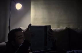 ep archivo - un chico lee un libro bajo la luz de una lampara en madrid espana a 12 de enero de 2021