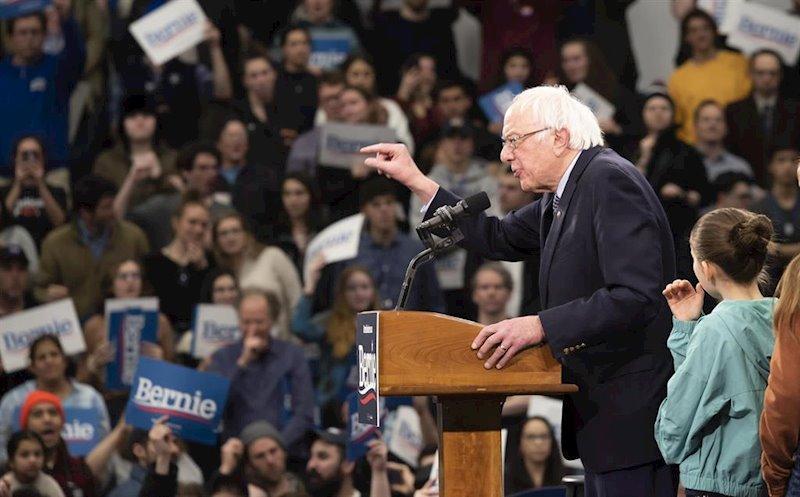 Los demócratas debaten en Las Vegas de cara a las primarias de Nevada con Bloomberg presente