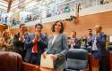 ep imagenrecursola presidentala comunidad isabel diaz ayuso 1d que recibeaplausola bancadappla asambleamadrid