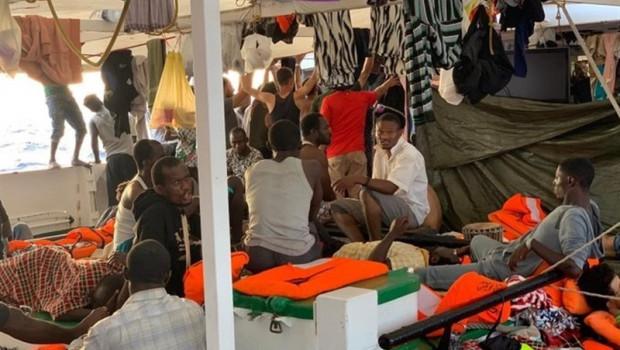 ep personas rescatadasopen arms fondeado frentela isla italianalampedusa