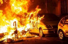 disturbios barcelona portada fuego