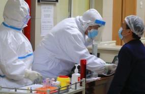 ep un paciente de coronavirus recuperado se prepara para donar plasma en el distrito de wanzhou en
