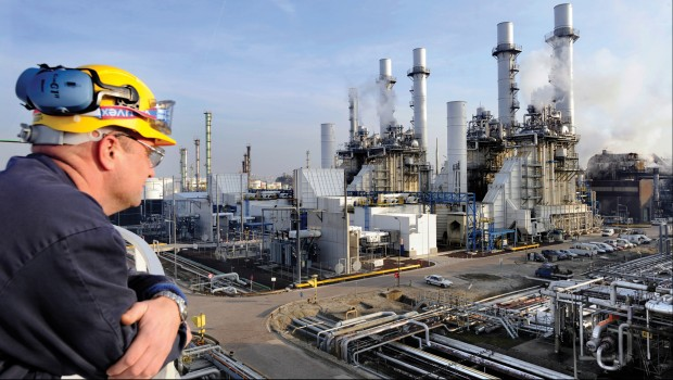 Oil refinery, energy