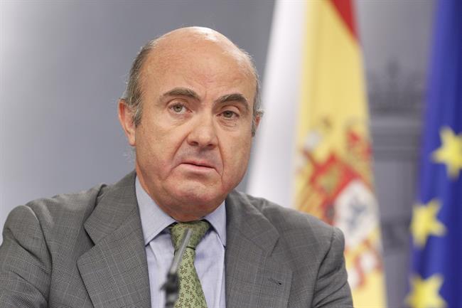 Guindos dice que su sucesor tendr un entorno econ mico for Adolfo dominguez acciones