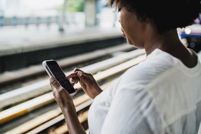 ep usuaria con telefono movil smartphone