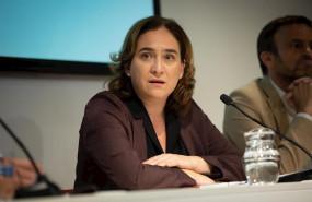 ep la alcaldesa de barcelona ada colau durante una reunion con el secretario general de podemos en