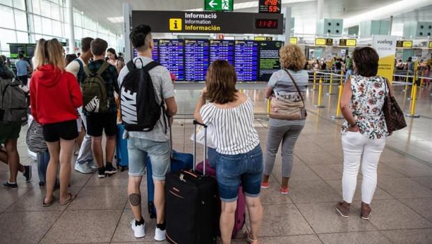 ep pasajerosaeropuertobarcelona - pratllobregat durantehuelgatrabajadoresiberia barcelona
