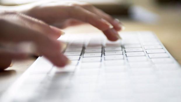 ep internet internauta teclado conexion a internet oficina trabajar teletrabajo ordenador red