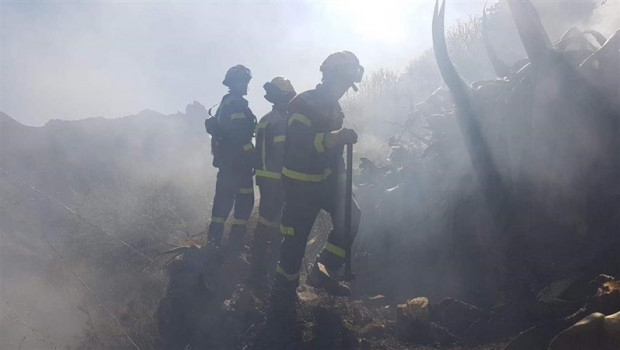 ep los bomberoslanzarote asistenlas laboresextinciongran canaria
